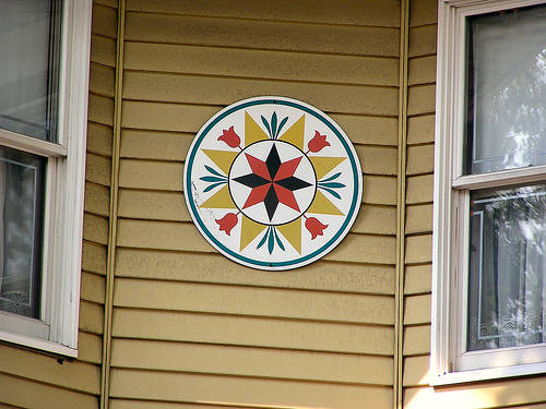 Hex sign on Lancaster County country house