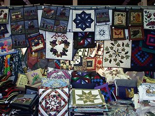 wall hanging amish quilts
